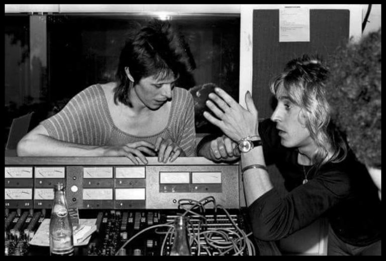 Ronson-Bowie-in-studio-768x520