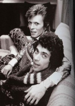 Geoff-MacCormack-David-Bowie-backstage