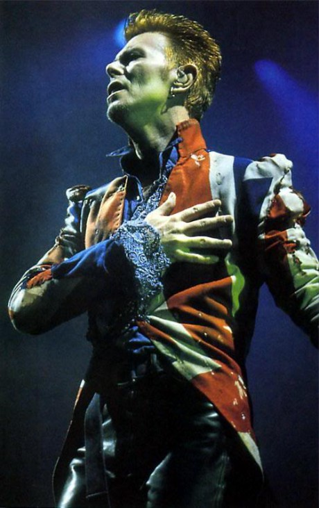 David-Bowie-in-McQueen-Union-Jacket-during-the-Earthling-Tour-on-Exshoesme.com